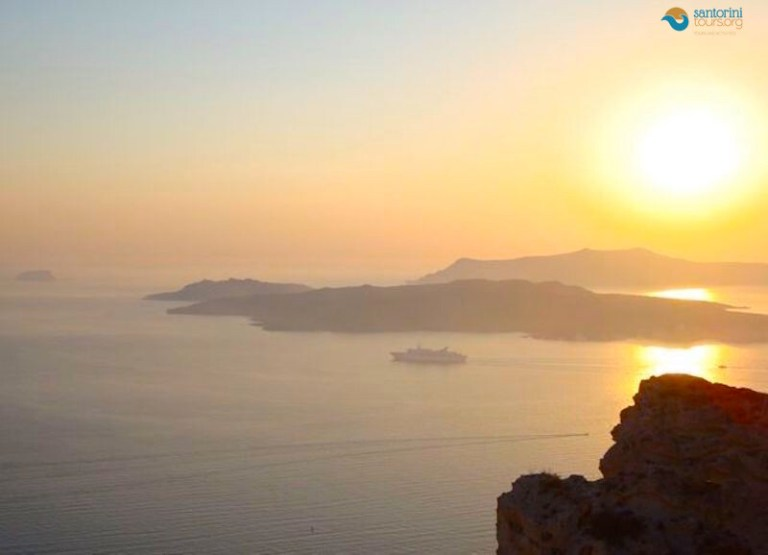 10-must-do-activities-for-santorini-lovers/1