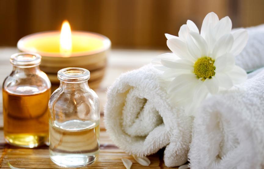 Körpermassage mit individuell ausgewählten Aromaölen