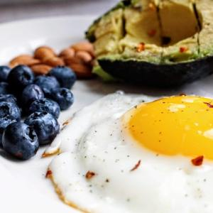 keto diet food egg blueberries nuts avocado