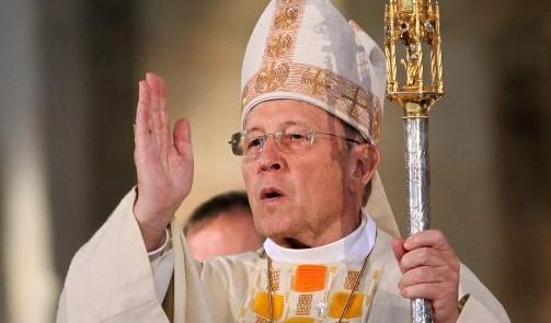 Der Kurienkardinal Walter Kasper (r) hält am 02.10.2011 im Dom in Speyer (Rheinland-Pfalz) einen Gottesdienst. Der frühere Rottenburger Bischof Walter Kasper wird voraussichtlich den neuen Papst mitwählen dürfen. Kasper ist einer von sechs deutschen Kardinälen, die noch keine 80 Jahre alt sind - und somit im Konklave wahlberechtigt sind.Foto: Fredrik von Erichsen/dpa (Zu lsw: «Früherer Rottenburger Bischof darf Papst mitwählen» vom 12.02.2013) +++(c) dpa - Bildfunk+++