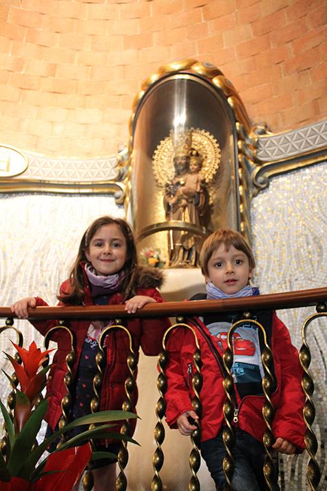 niños ante San José