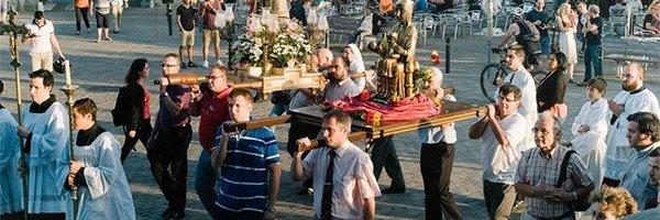 Acto de Plegaria hacia Nuestra Señora de los Desamparados.