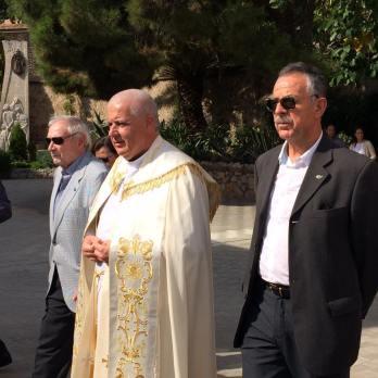 padre-barrios-en-procesion