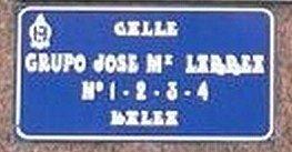 Grupo José María Larrea-3 (con error en placa)