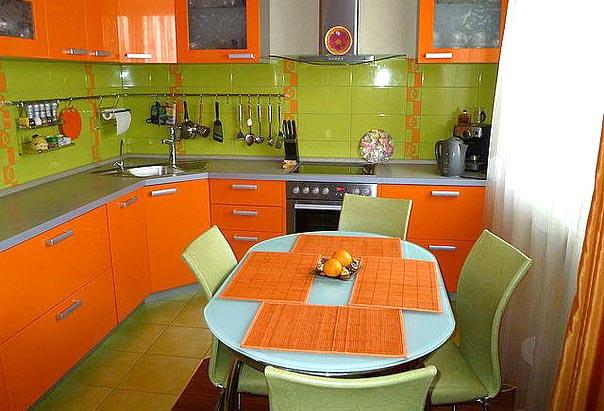 клиенты ведут кухня зеленого и оранжевого цвета фото потерпел крушение возле