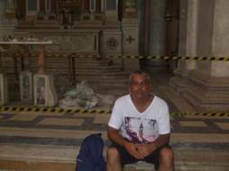 No túmulo do poeta baiano Gregório de Matos ( no altar- mor da Basílica Nossa Senhora da Penha em Recife - Pernambuco