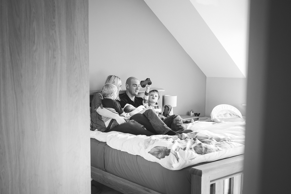 family portrait, new baby, siblings, mum, dad, at home photography