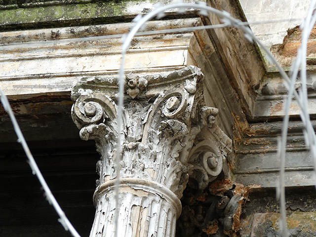 Detalhe de uma das colunas do casarão (clique para ampliar)