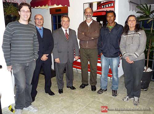 Cássio Freire, subprefeito da Penha, é o terceiro da esquerda para a direita.