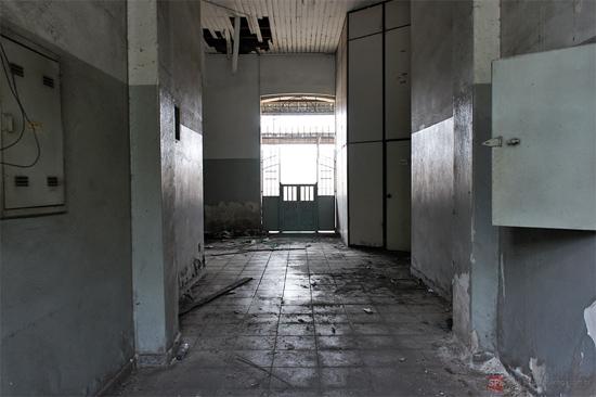 O interior da estação também está deplorável (clique para ampliar).