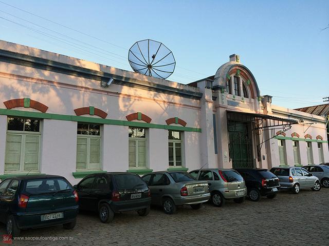 Vista da entrada da estação (clique para ampliar).