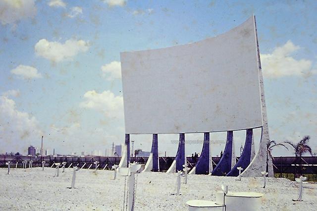 A imensa tela de concreto, com 240m² (clique na foto para ampliar).