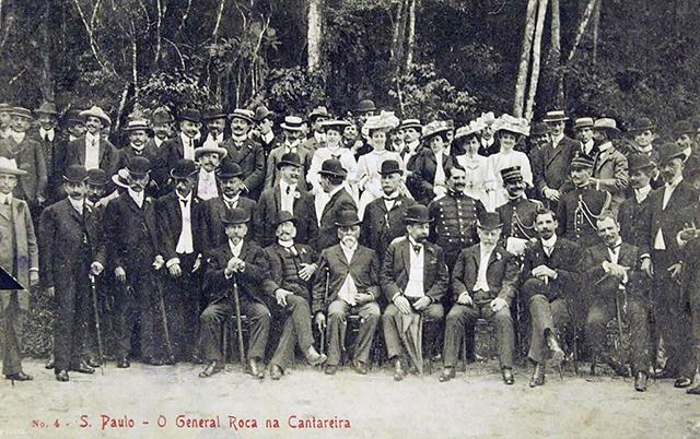 Presidente da Argentina, Julio Roca, é o quinto sentado da esquerda para a direita (clique para ampliar).