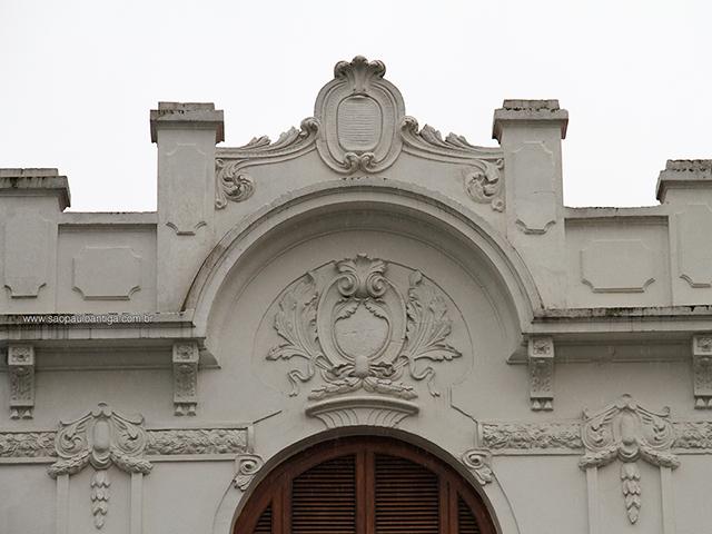 A fachada em 2015 (clique para ampliar)