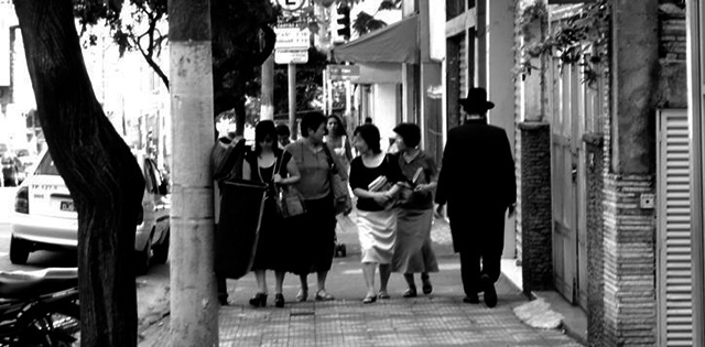 Judeus e coreanos em rua do Bom Retiro