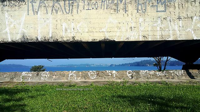 Ao fundo, a represa Guarapiranga (clique na foto para ampliar)