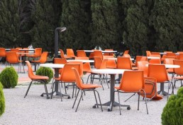 800px-Orange_polyprop_chairs-530x364