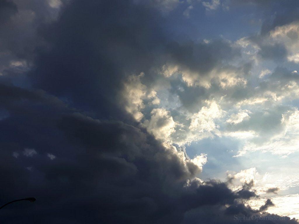 lumière, obscurité, nuages, ciel, Franck Billaud, Saphir Optimiste, optimisme, espoir, Montréal, Québec, inspire, inspiration, photoptimiste, Samsung Galaxy