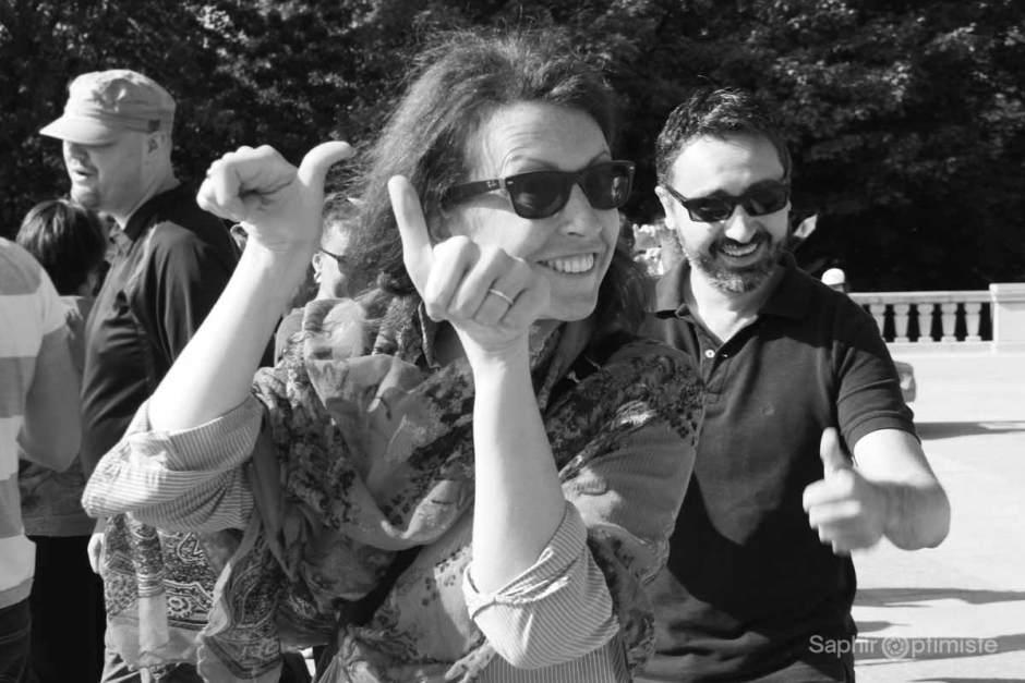 pouces-cridejoie-sourire-saphiroptimiste-franckbillaud-belvedere-montroyal-lunettes-montreal