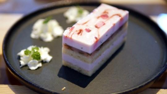 旭川駅そばの森彦のサイフォンで入れる珈琲が飲めるお店でMorihiko.renga1909限定ブレンドに春を感じる八重桜ケーキ美味しい!