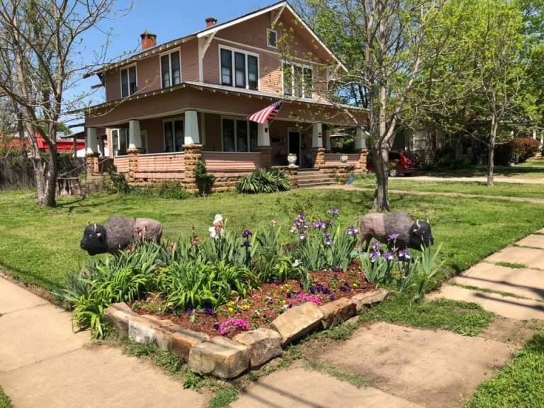 See the historic Sapulpa home that was turned into a charming bed-and-breakfast