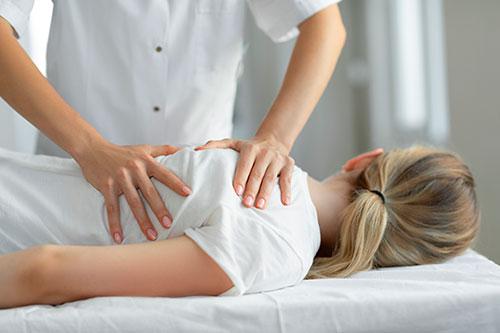 Болит спина? Четыре причины пойти к остеопату