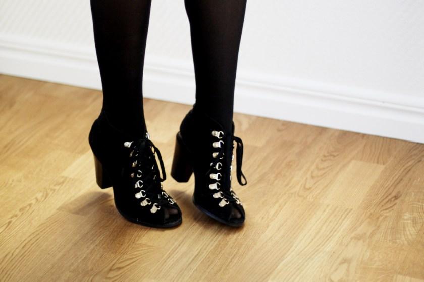 skor med snörning