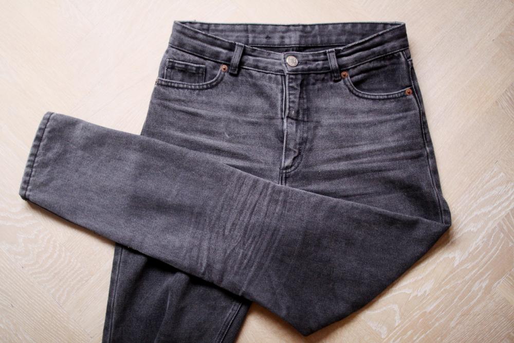 som lyder  (för att få gamla byxor att bli som nya byxor) att färga dem i  tvättmaskinen! 190ebf4b85b50
