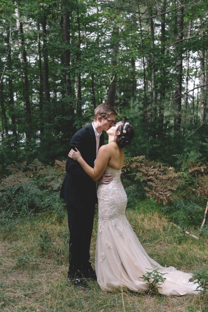 September Minocqua, Wisconsin, elegant northwoods wedding with an outdoor ceremony and reception at The Waters of Minocqua, photographed by Rockford, Illinois wedding photographer Sara Anne Johnson