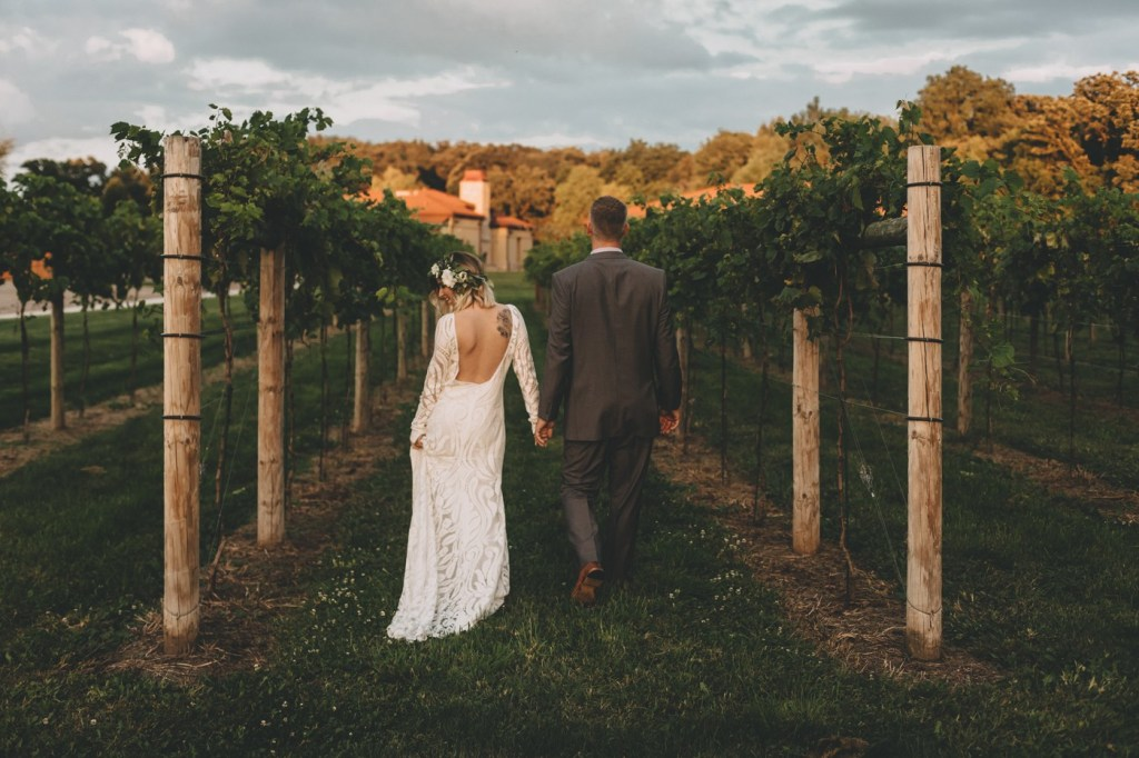 Mid Mod Meets Boho With Lovely Bride At Romantic DC Estate Winery In South Beloit