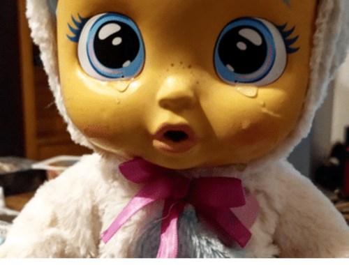 Notre avis sur le Cry Babies Kristal, le poupon interactif qui tombe malade.