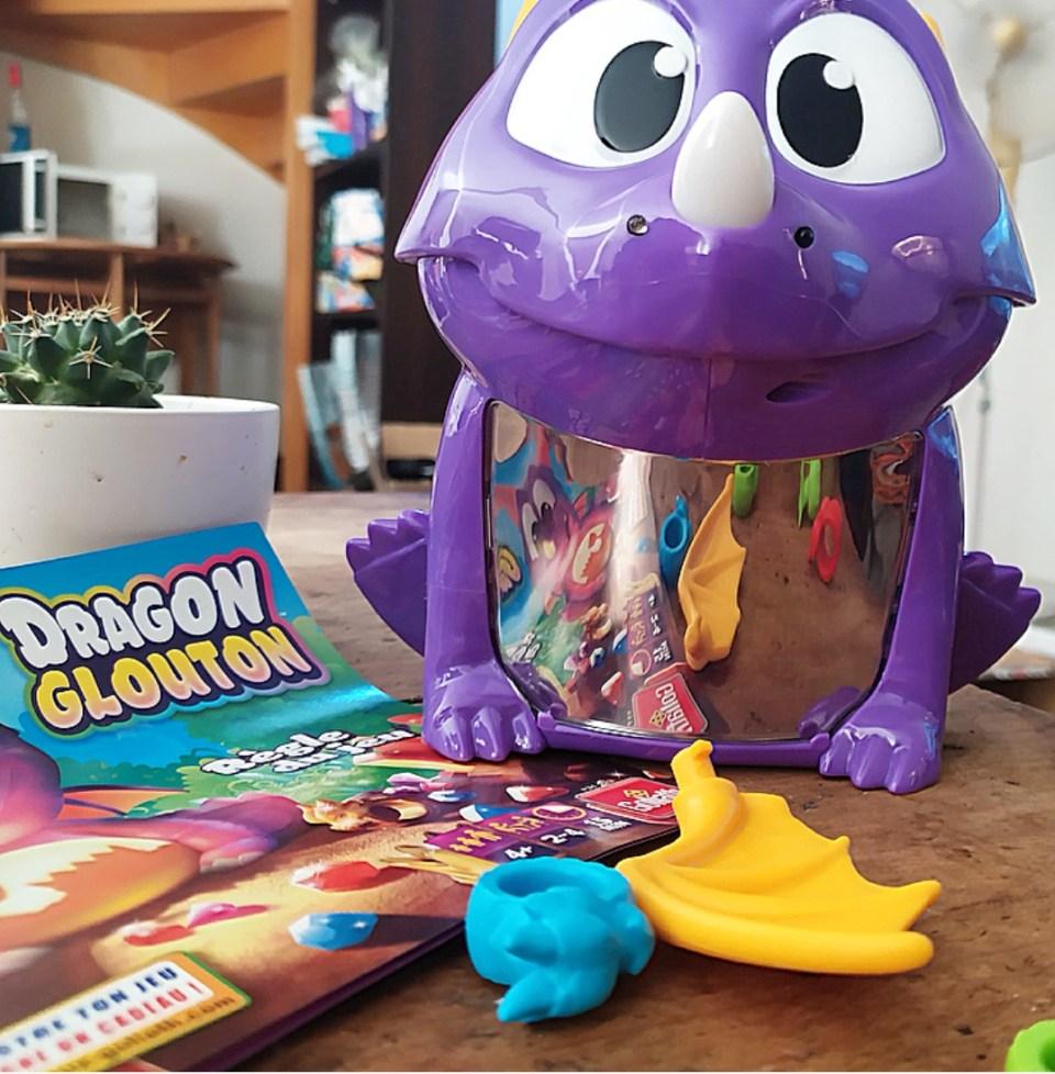 Timéo en quête de trésors avec le jeu Dragon Glouton de Goliath.