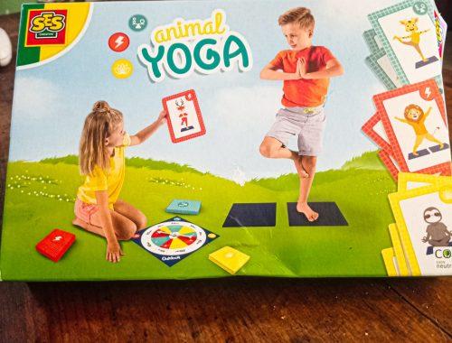 Comment initier les enfants au yoga avec le coffret SES CRÉATIVE.