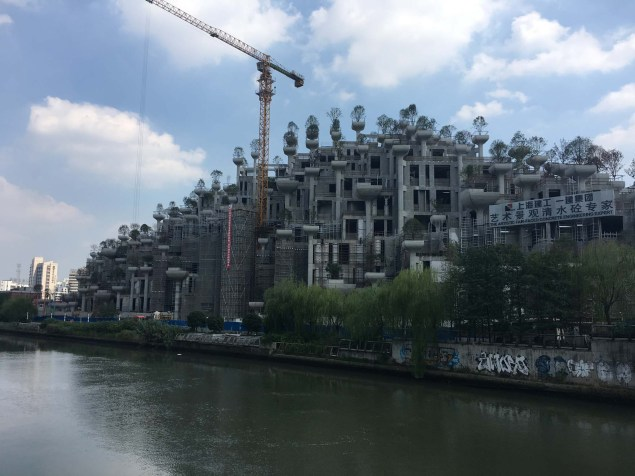 """Building under construction by """"The Artistic Fair-Faced Concrete Engineering Expert"""" company in the M50 neighborhood."""
