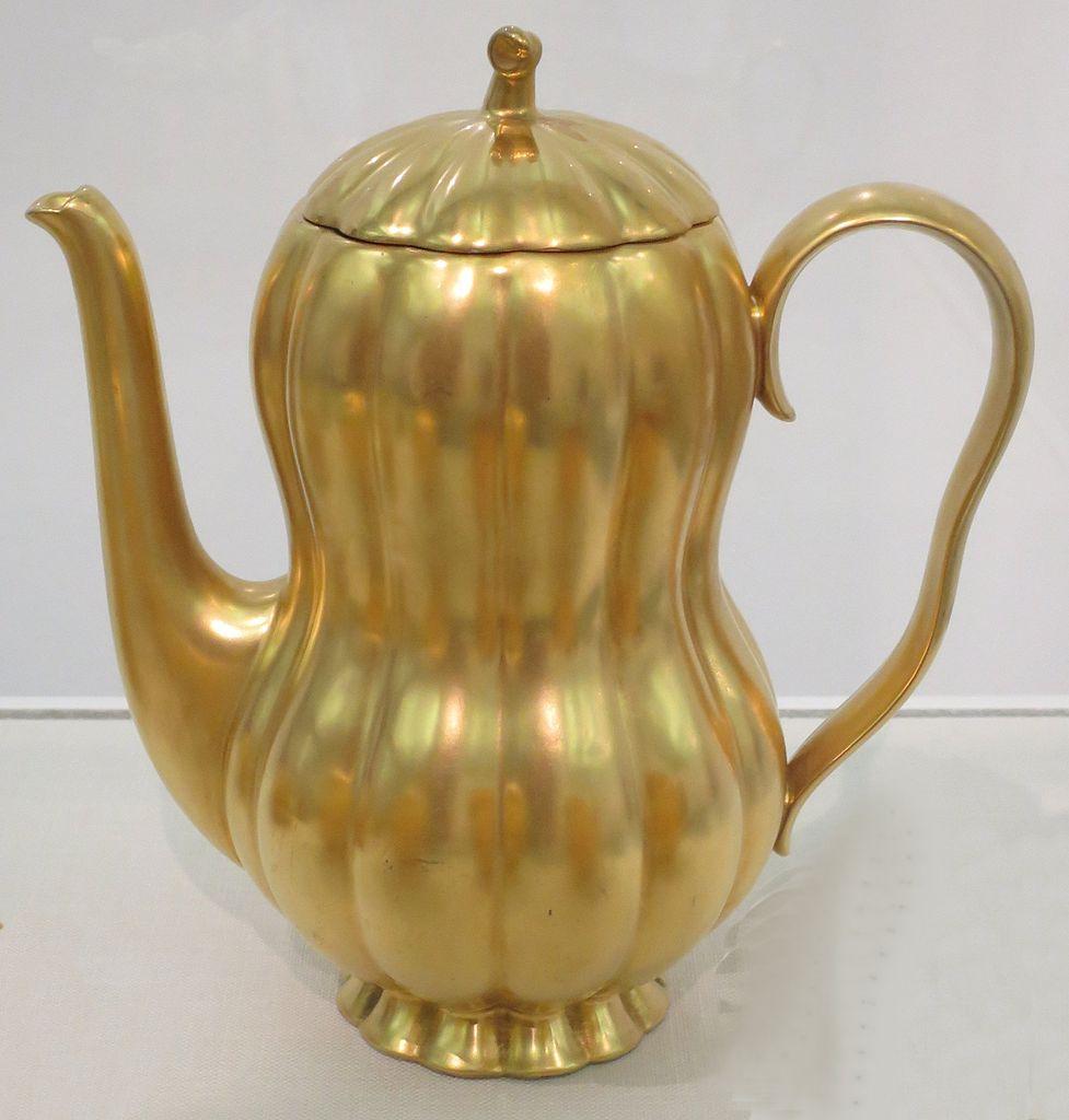 Coffee pot. ca. 1930.