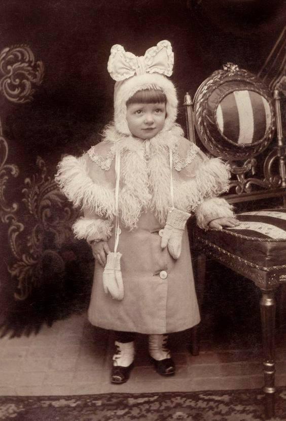 Studio portrait. 1908.