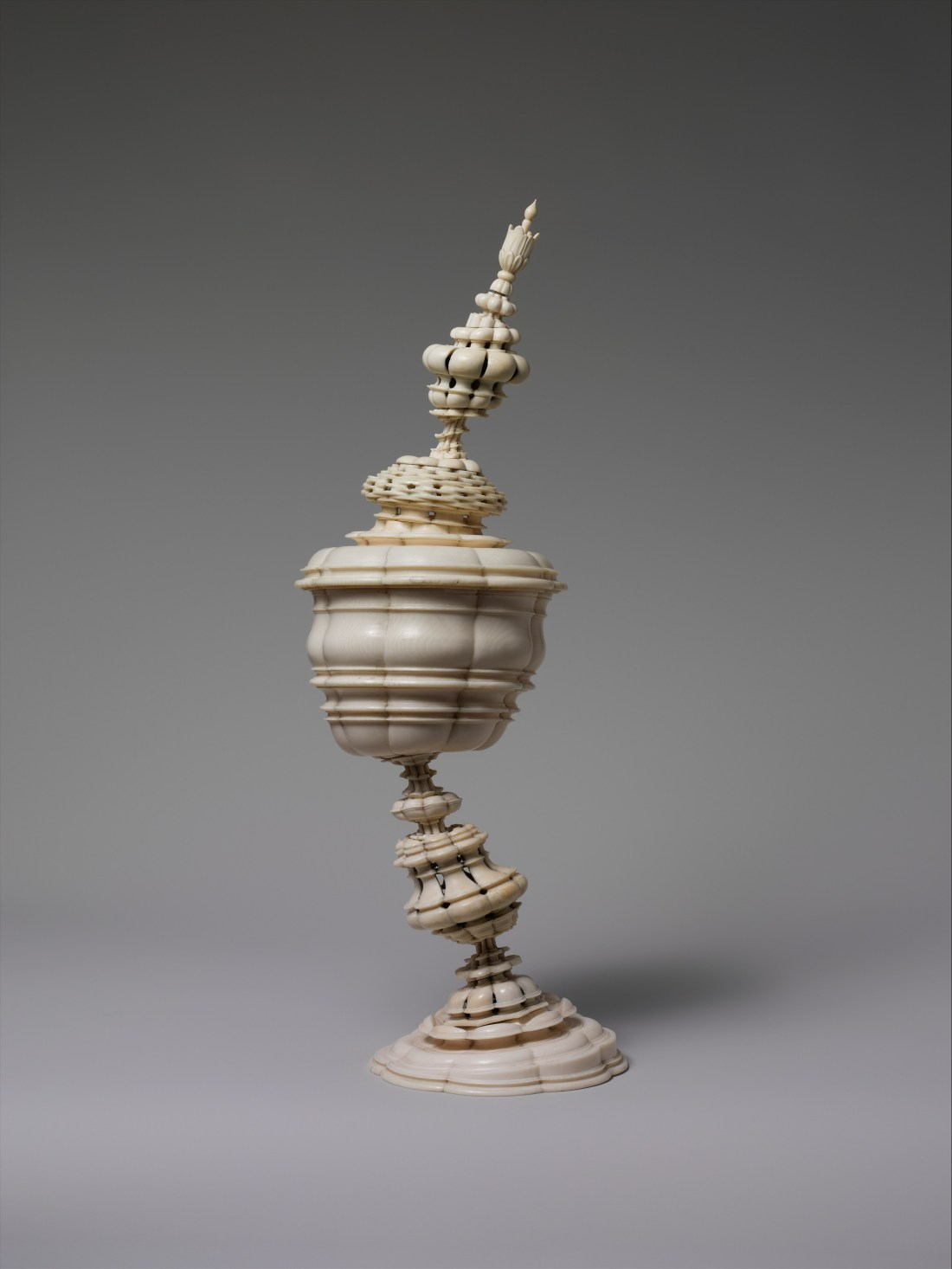 Standing cup. 17th c.