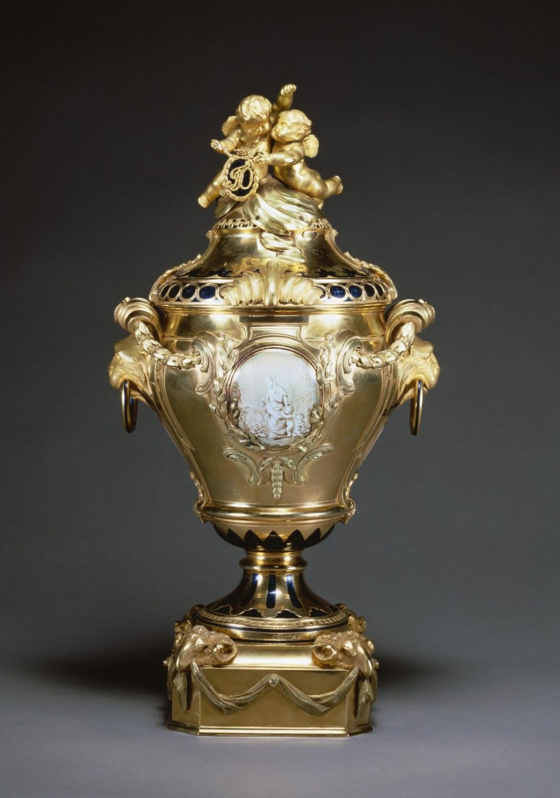 Potpourri vase with classical figures. 1768.
