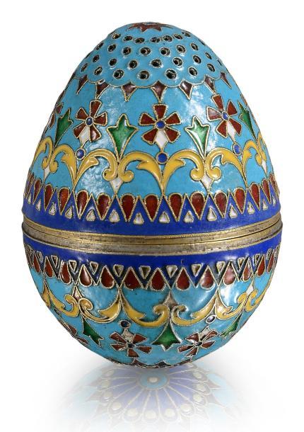 Egg-shaped table salveron.