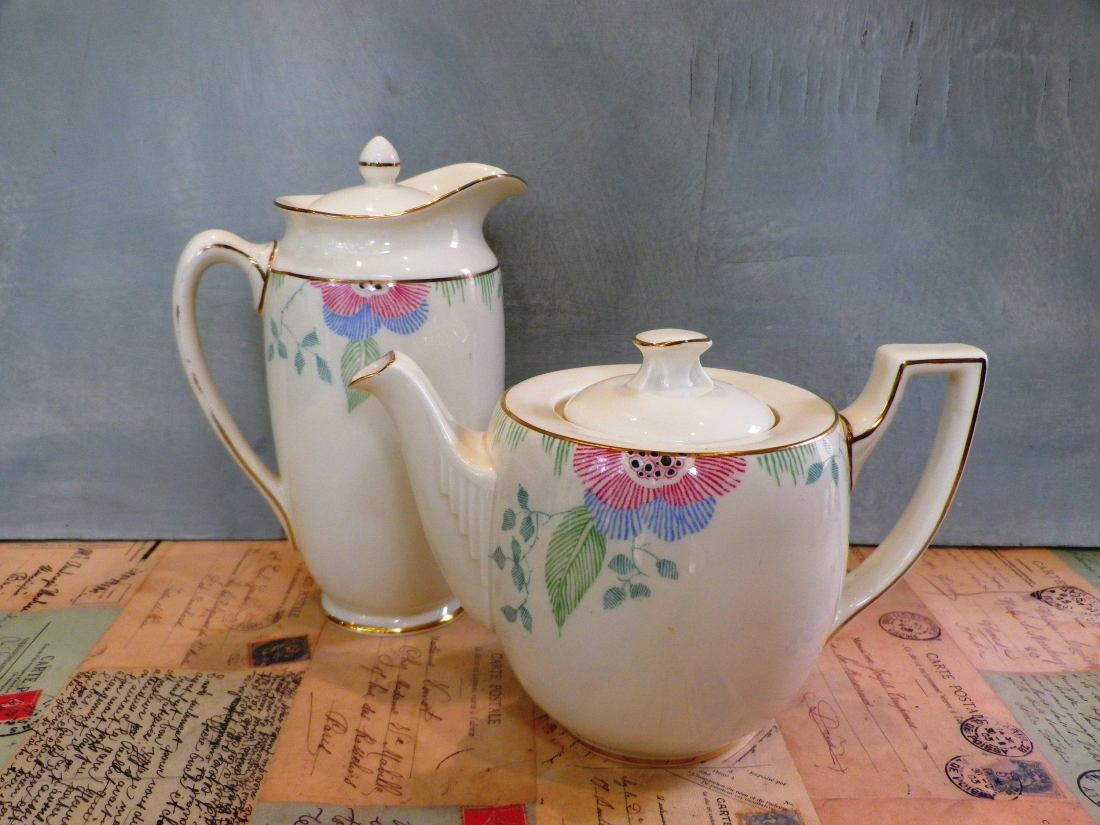 """Teapot and coffee pot in the """"Nerissa"""" pattern."""