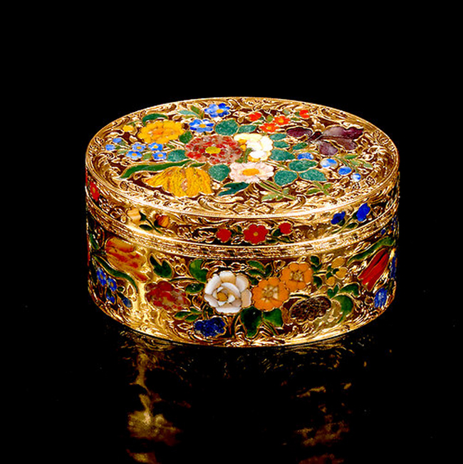 Box inlaid with semiprecious stones. ca. 1765-70.