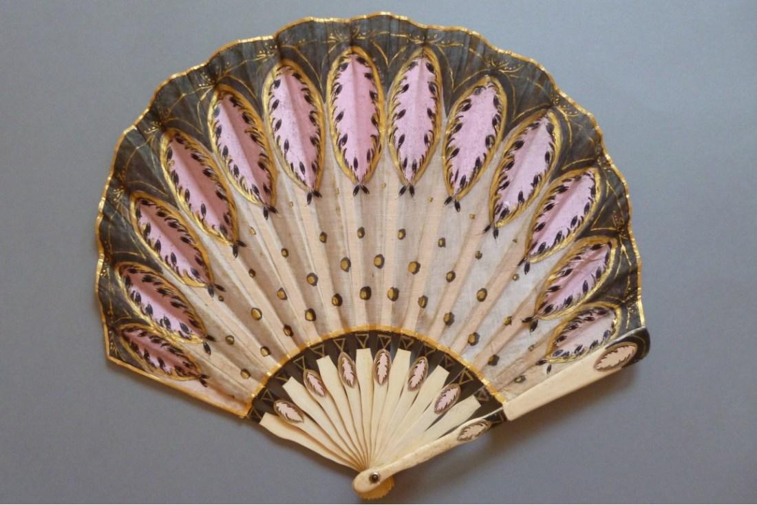 Fan in a balloon shape. ca. 1900-1920. Art Deco in style.