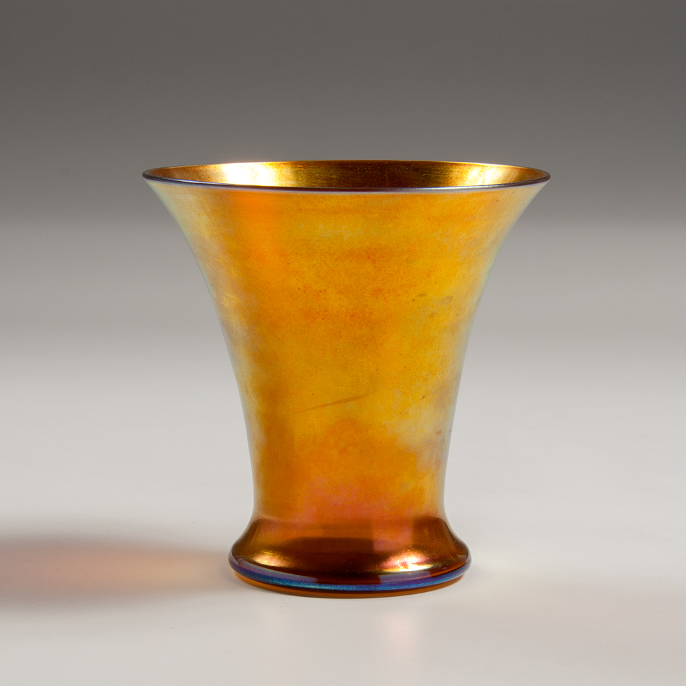 """Aurene"" vase in a trumpet shape in gold. ca. 1920s."