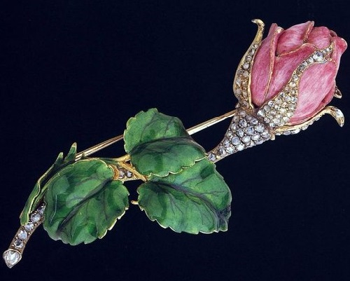 Floral-brooch-by-American-jewelry-designer-Paulding-Farnham.-Gold-diamonds-enamel