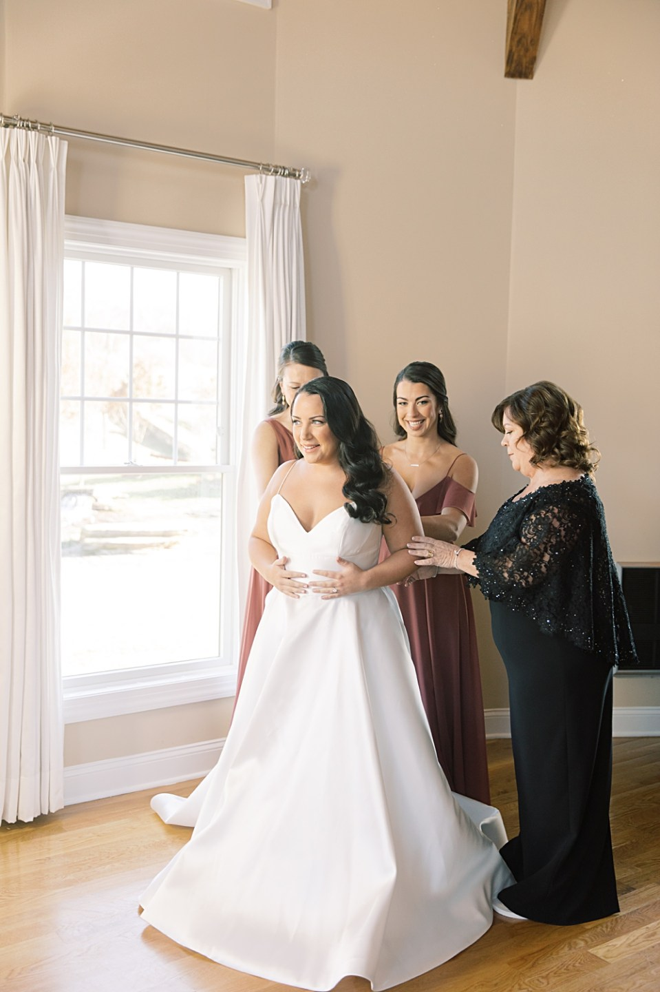 bride getting ready | bear brook valley wedding | sarah canning photography