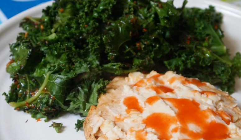 Buffalo 'n' Blue Cheese Turkey Burger with Kale Chips