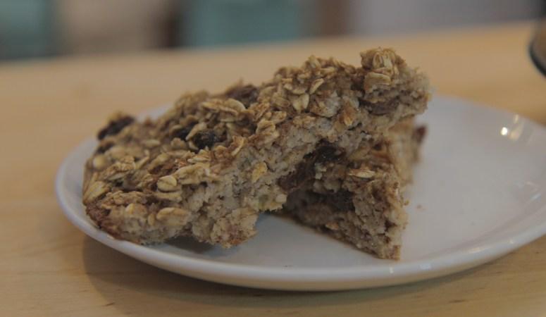 Easy Meal Prep Breakfast: Baked Oatmeal (GF, V)