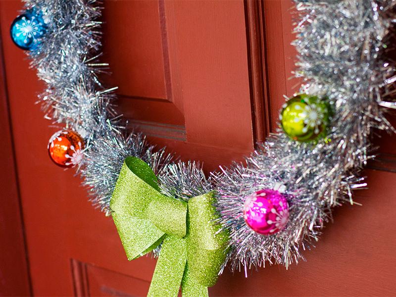 DIY Retro Inspired Holiday Wreath from sarahhearts.com