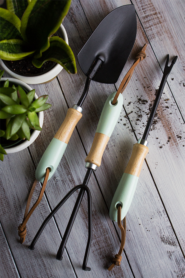 Transform plain garden tools into more stylish ones with some paint!