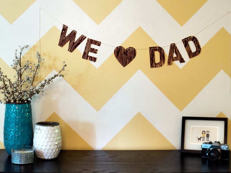 "Show dad how much you love him! Use the free template to create your own faux bois ""We <3 Dad"" banner (Includes Silhouette cutting file)."